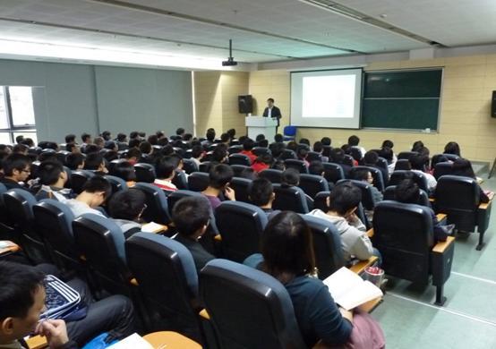 路网公司人员参观了学院的轨道交通仿真实验室,观看同济大学