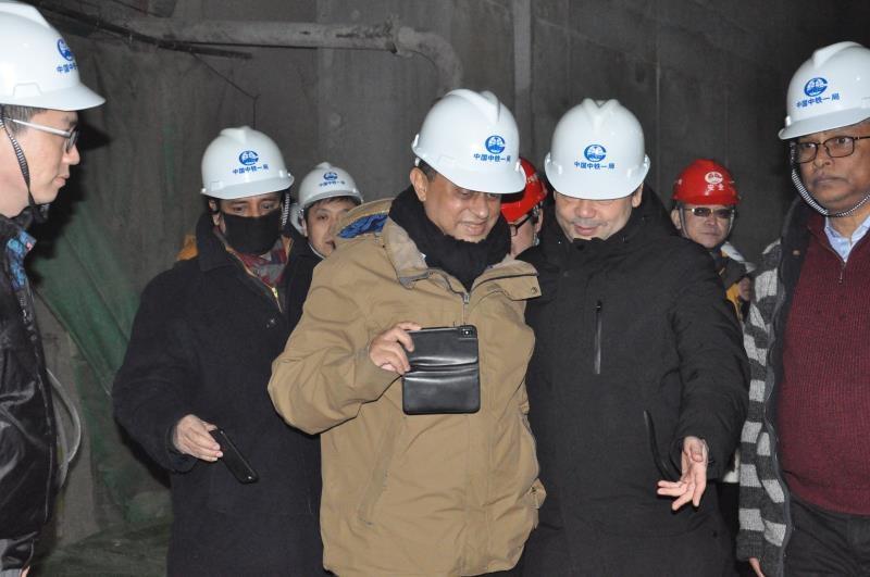 孟加拉人民共和國(guo)交通部部長(chang)到北京地(di)鐵16號線甦州橋站(zhan)參觀考察